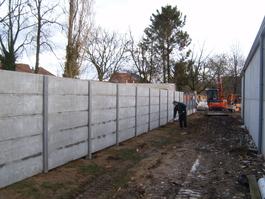 Afsluiting met betonnen platen