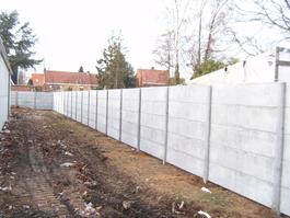 Afgewerkte betonnen afsluiting